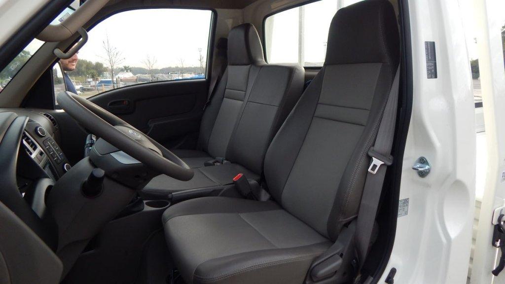 Hyundai H100 - Por dentro - Asientos